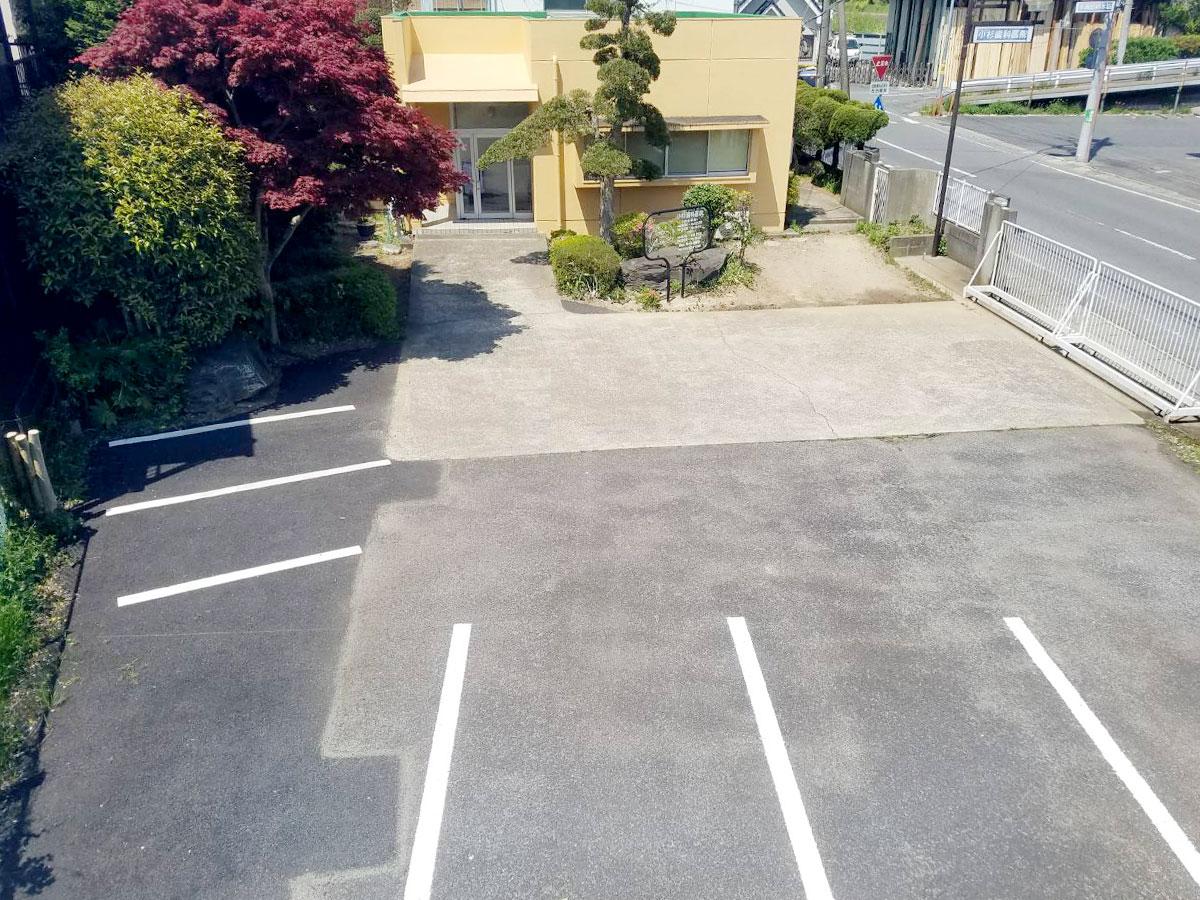 土浦市の歯医者、小杉歯科医院の駐車場・駐輪スペース